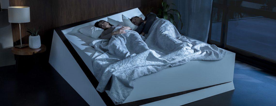 Pametna postelja s tehnologijo avtomobila in transportnim trakom