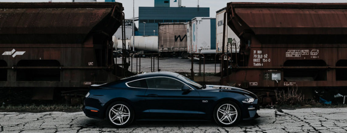 Ford Mustang GT – Cestni dirkač