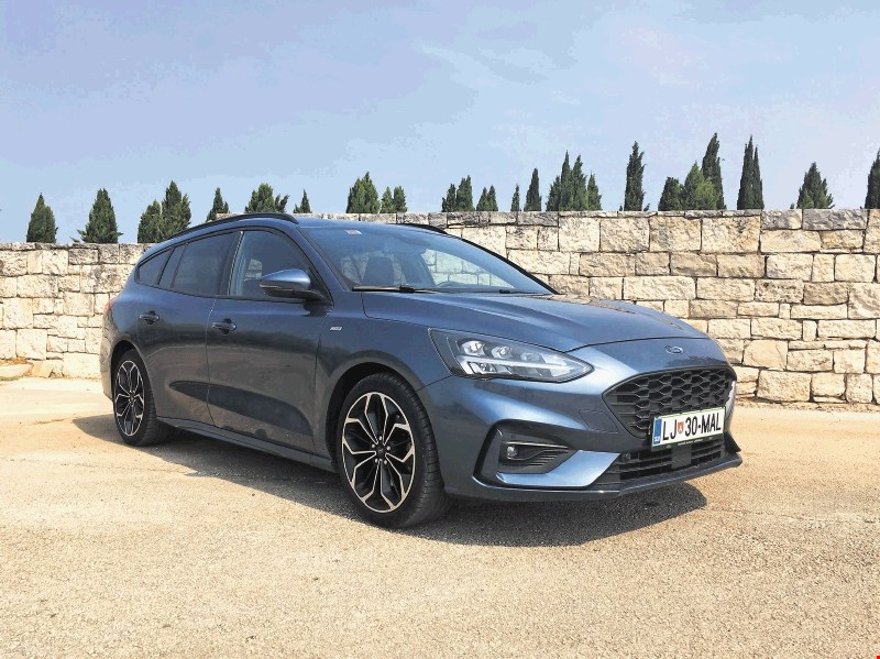 Primerjalni test: Ford Focus karavan in Toyota Corolla Touring Sports