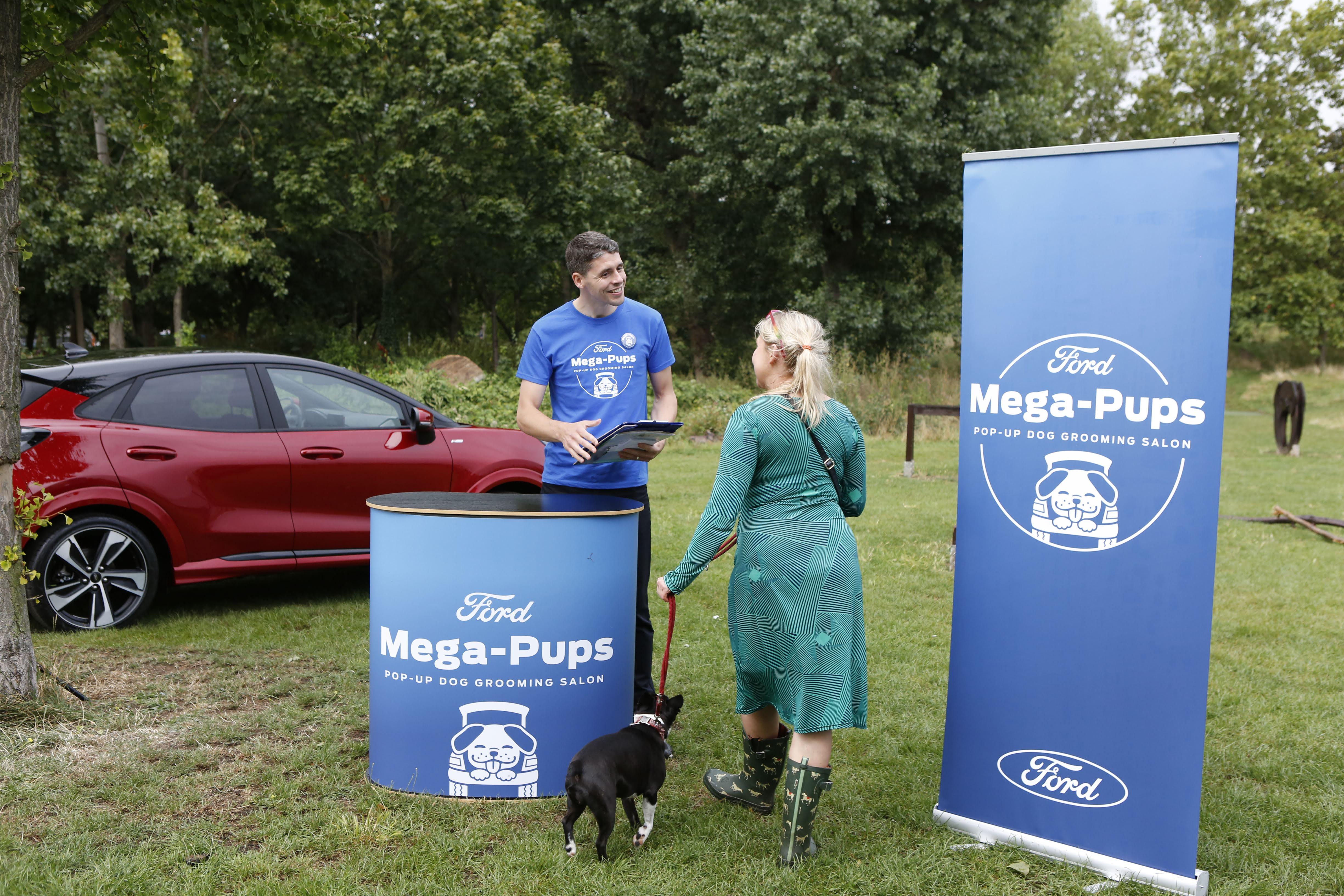 Ford kosmatince ob mednarodnem dnevu psov razvaja z mobilnim urejanjem